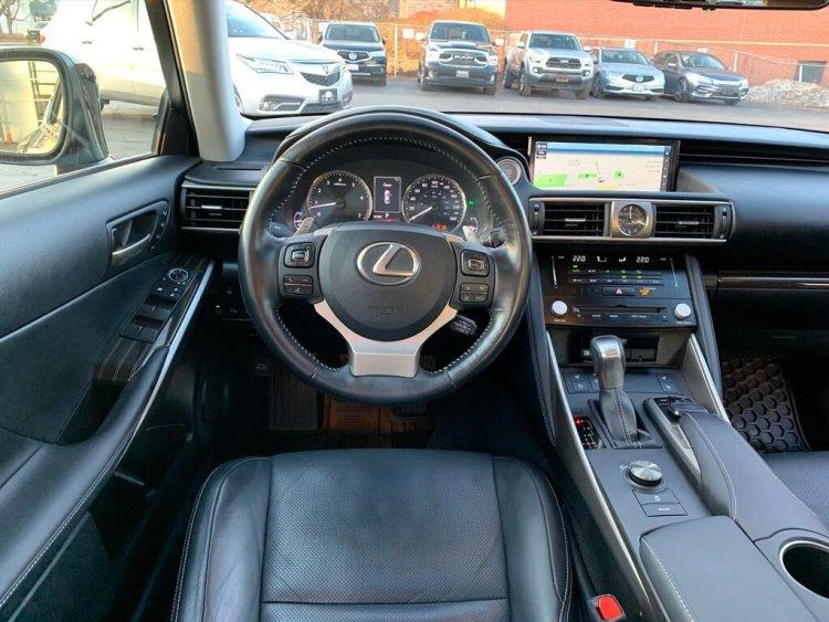 Console 2017 Lexus IS 350