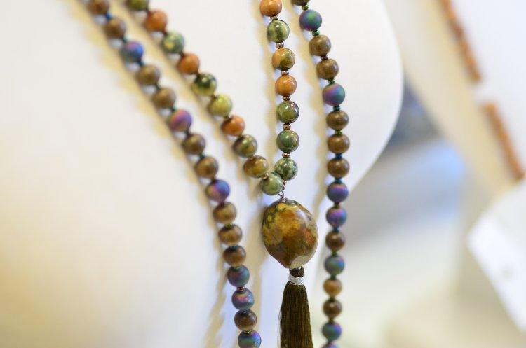 necklace,jewelry,beads,stones,gems