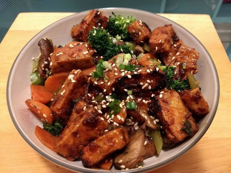 Crispy Tofu Stirfry, meatless monday, molly & erica, healthy recipes