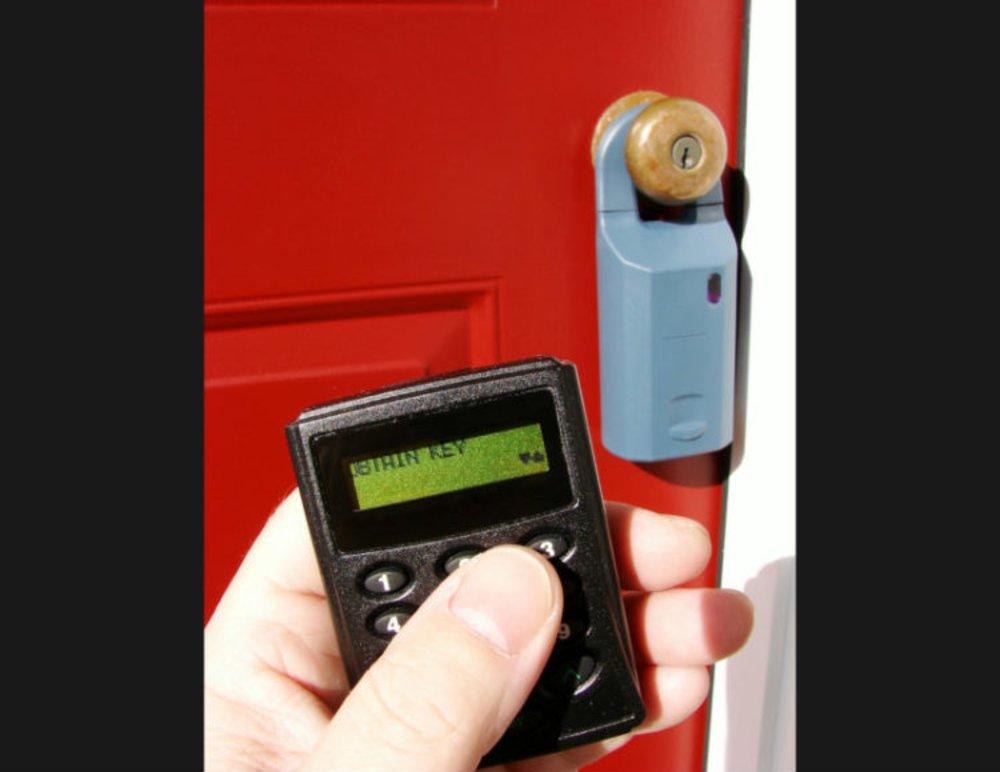 Electronic lockbox - guaranteed safety of home showing keys