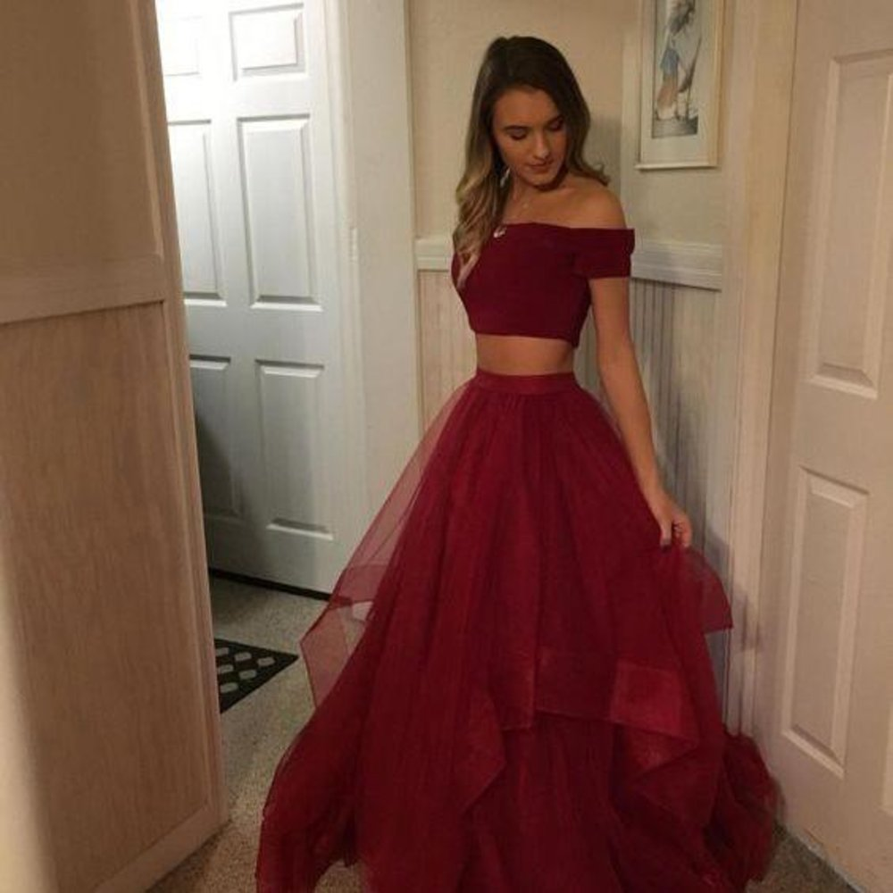 Explore beautiful Two Piece Homecoming Dresses for that special occasion