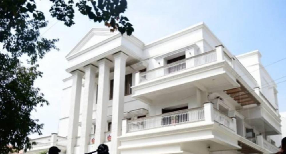 CBI raids Karnataka Congress chief DK Shivkumars' house