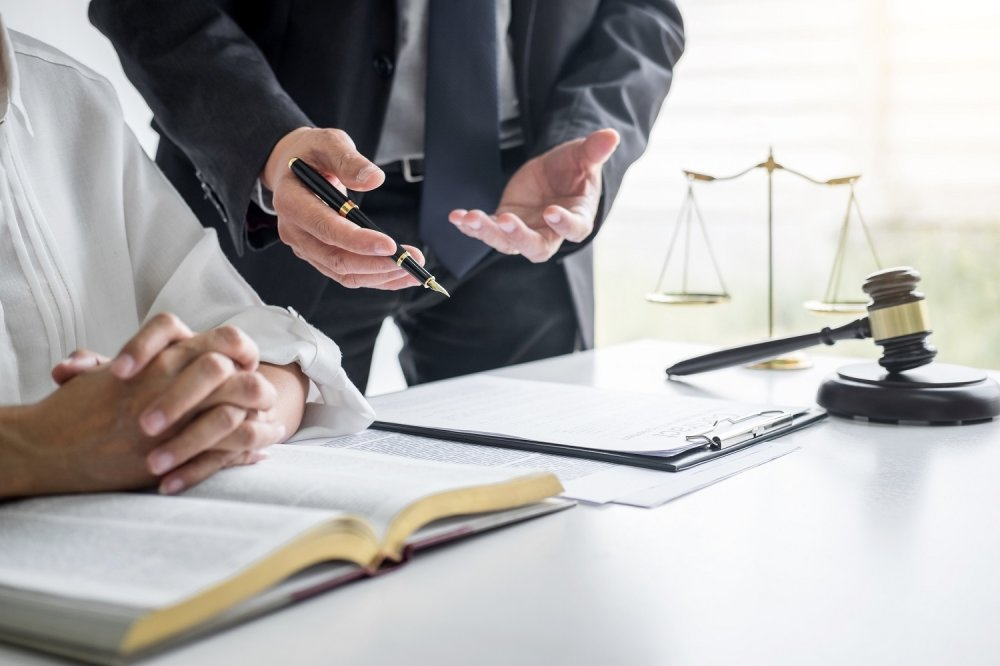 Why Should Business Hire Business Lawsuit Defense Lawyer