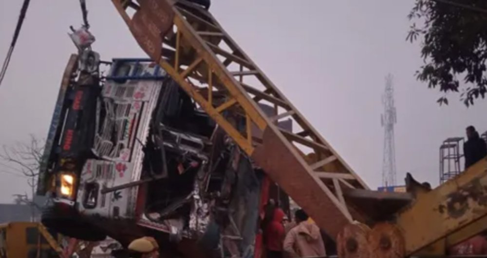 Stone chips-laden truck overturns on SUV in Kaushambi, eight dead, two injured