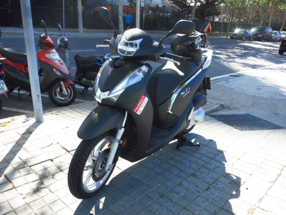 Review - Honda Scoopy SH300