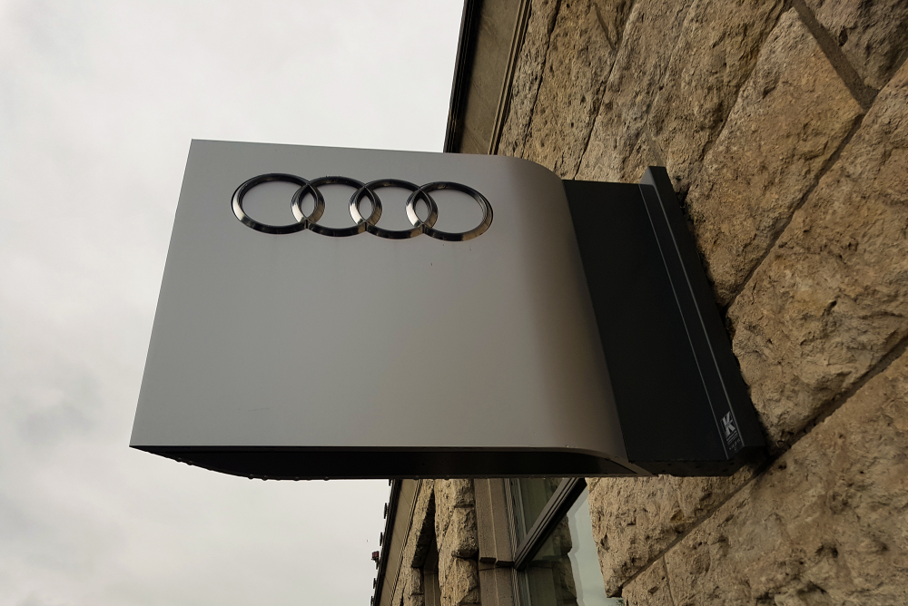 Differences Between Standard, Brushed and Reflective Aluminum Signs