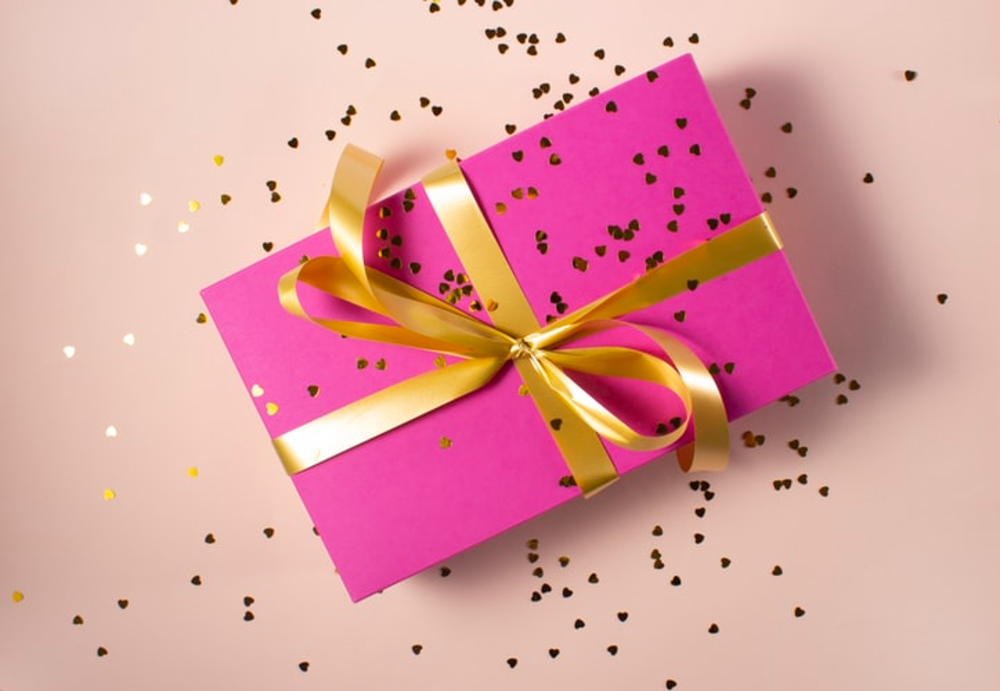 15 Best Anniversary Gifts For Her