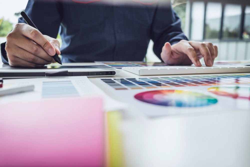 Pros of Hiring a Graphic Designer for Your Business