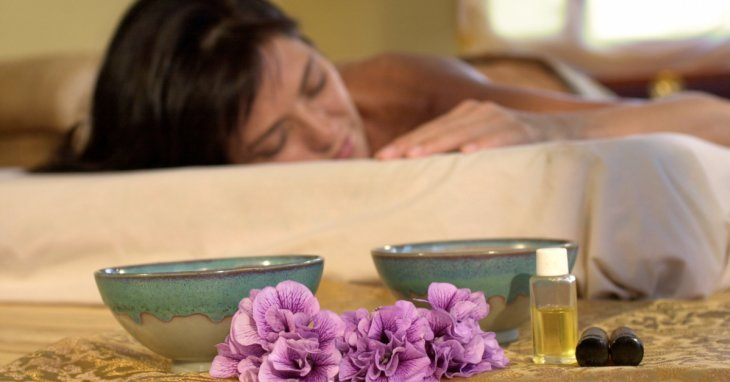 Aromatherapy and Sleep. How to wake up feeling refreshed.