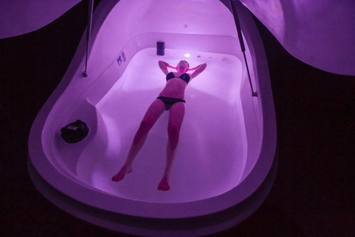 Get 30 Minutes FREE to Float away your Stress!
