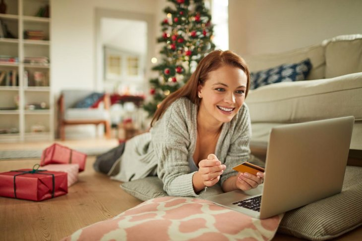 THREE TIPS TO SAVE MORE AND SPEND LESS FOR THE HOLIDAYS
