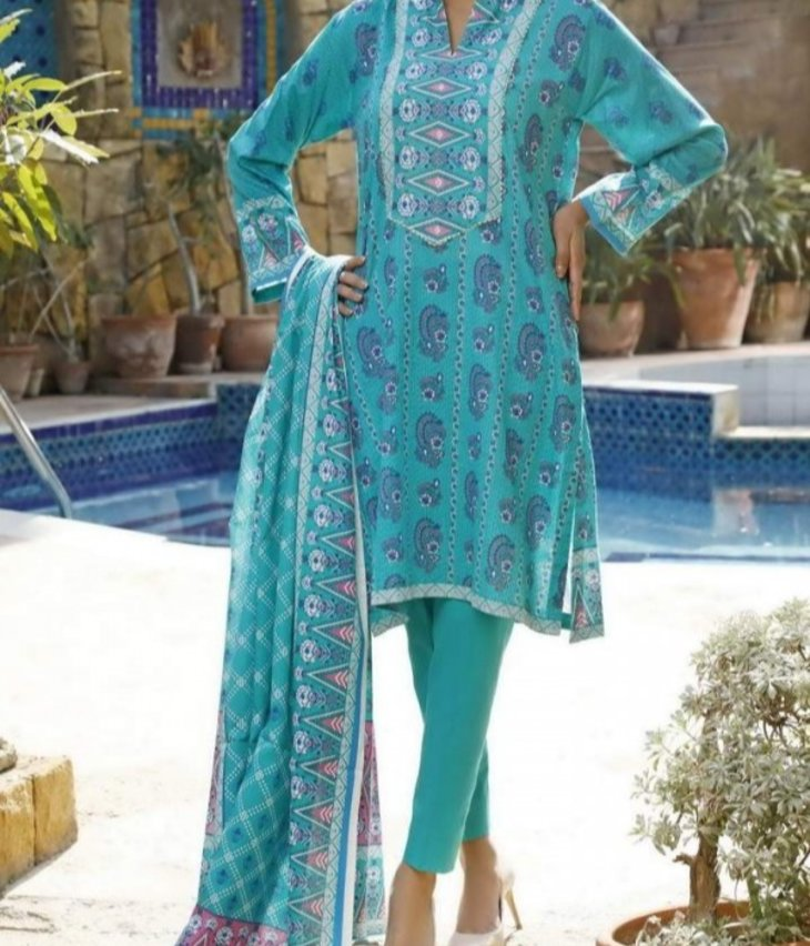 These Elegant Outfits for Pakistani Women to Try
