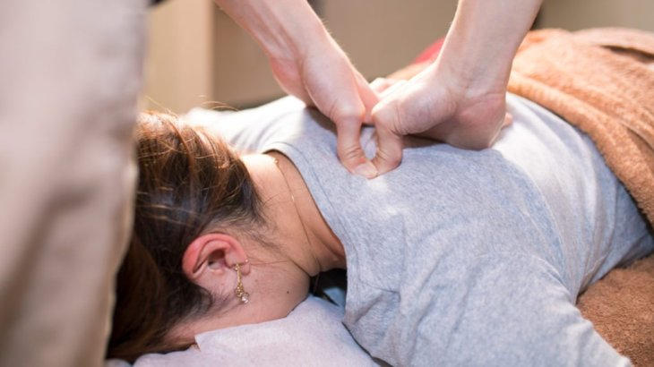 How can I crack my back like a Chiropractor?