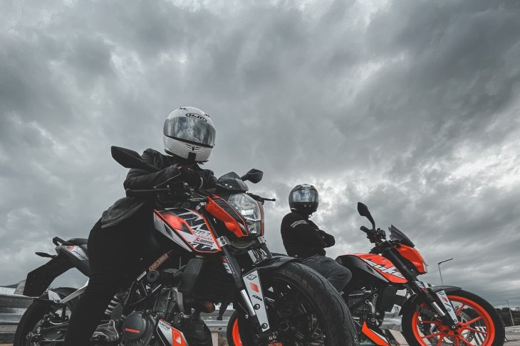 The importance of motorcycle Safety Gear in motorcycle riding apparel.