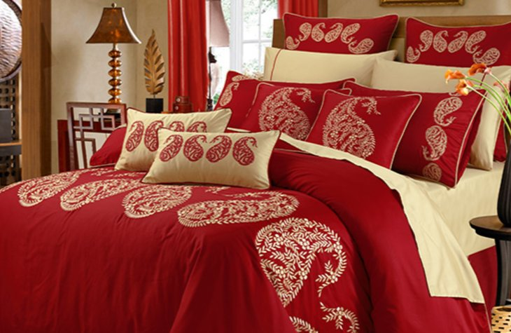 Buy Bridal Bed Sheets and Pillow Covers to have Festive Feelings