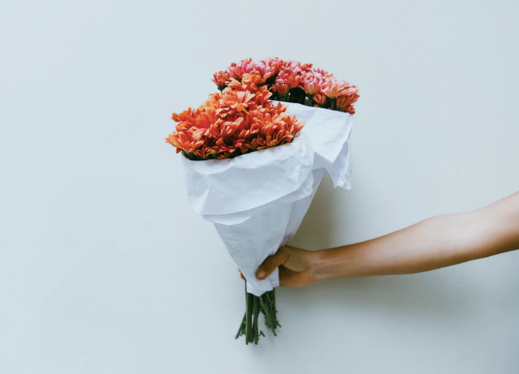 How to Choose Flowers for Your Wedding Anniversary