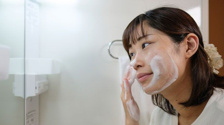 THE MOST IMPORTANT THING FOR YOUR SKIN IS TO WASH YOUR FACE WITH THE CORRECT PRO