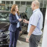 Gemäß den Vorschriften können Autobesitzer alte Autos verschrotten oder verkaufen und die Verkehrsmanagementabteilung für öffentliche Sicherheit benachrichtigen
