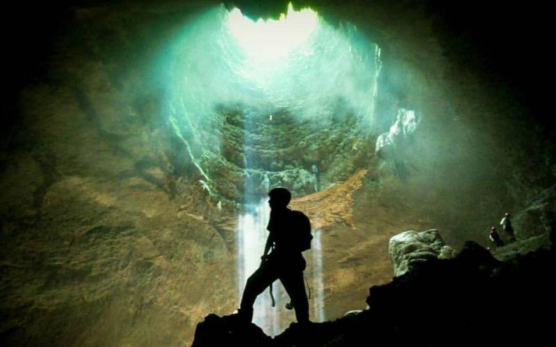 caving di gua perawan
