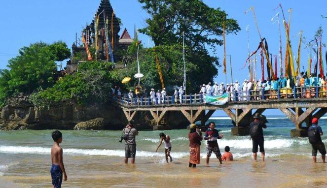 pantai balekambang wisata religi nyepi