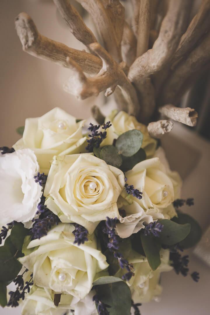Photographe_de_mariage_bergerac_chateau_mombazillac_Aquitaine_Chris-creation_www.photographe-33.fr_ détails du bouquet À la lavande