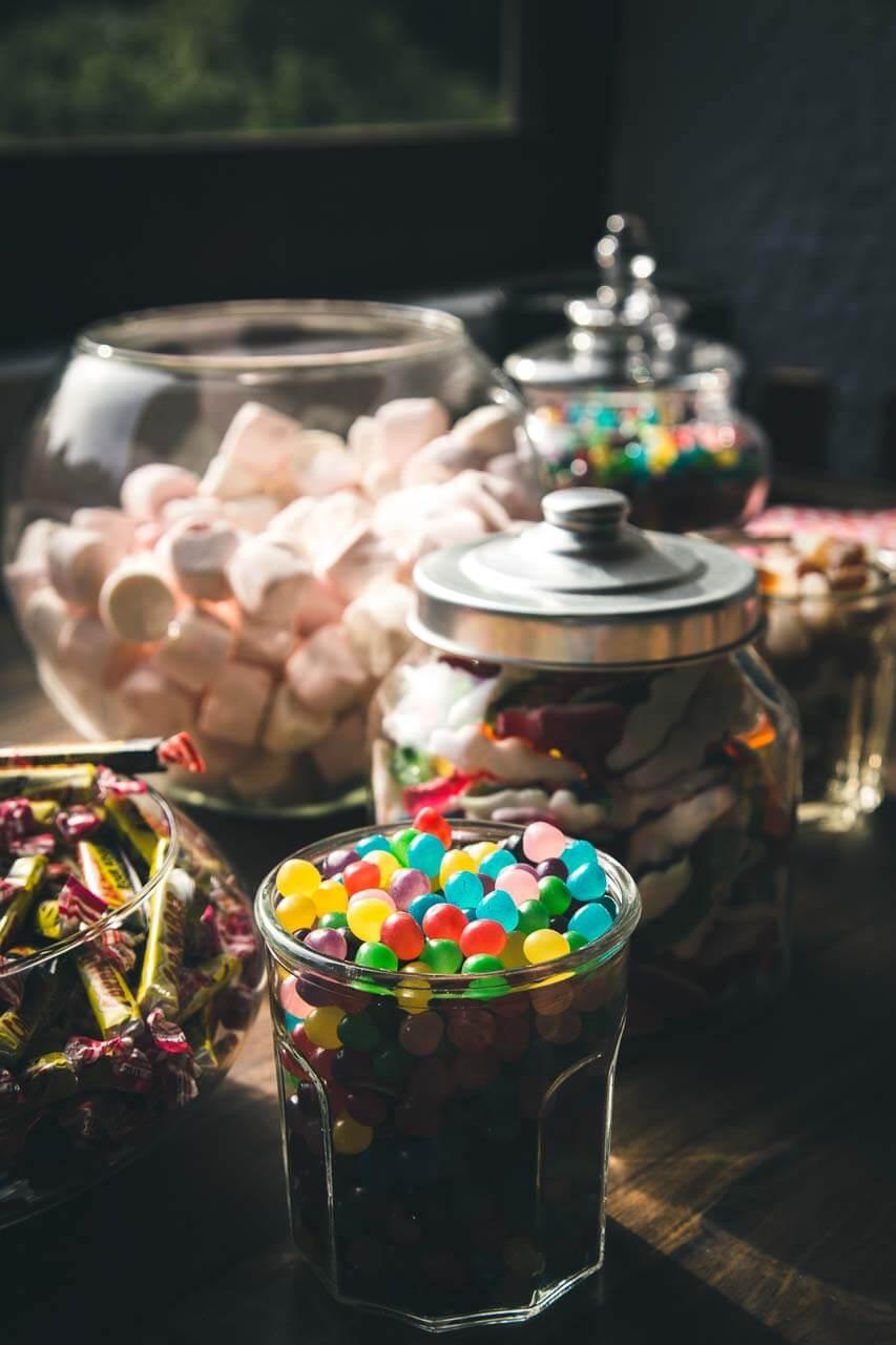 Bar à bonbons proposé pour tous les enfants petits et grands pendant un mariage en région bordelaise Aquitaine Bordeaux