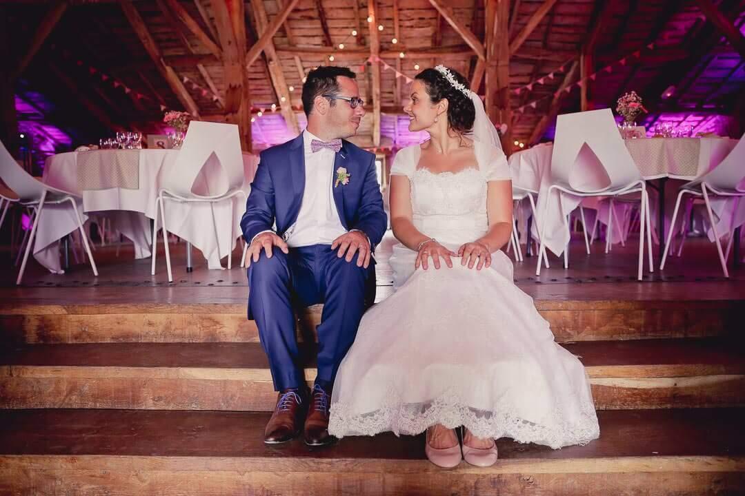 au grenier des saveurs photo de couple naturel décale avec de la joie du bonheur Photographe de mariage sur Angouleme Christophe Boury chris-creation pour blog