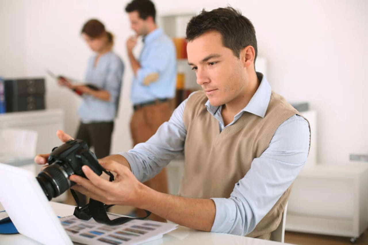 Mise en pratique professionnelle en situation de reportage photo. Maîtriser son flux de production : préparer son matériel, prise de vue, flash de reportage, etc.