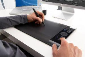retouche photo professionnel Avec une tablette graphique