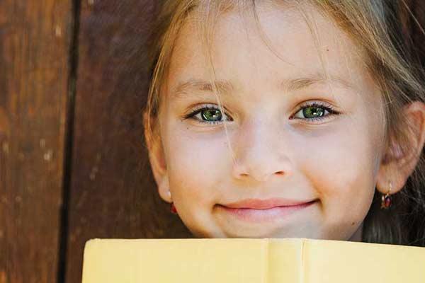 Photographe de portrait professionnelle, photo scolaire petite fille