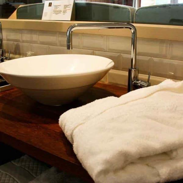 Mise en valeur d'une salle de bain photo professionnel d'un hôtel sur le Cap-Ferret Gironde Aquitaine Bordeaux formation photo et graphisme