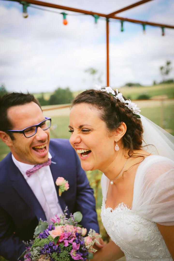 prise de vue couple naturel avec de la joie du bonheur Photographe de mariage sur Angouleme Christophe Boury chris-creation pour blog