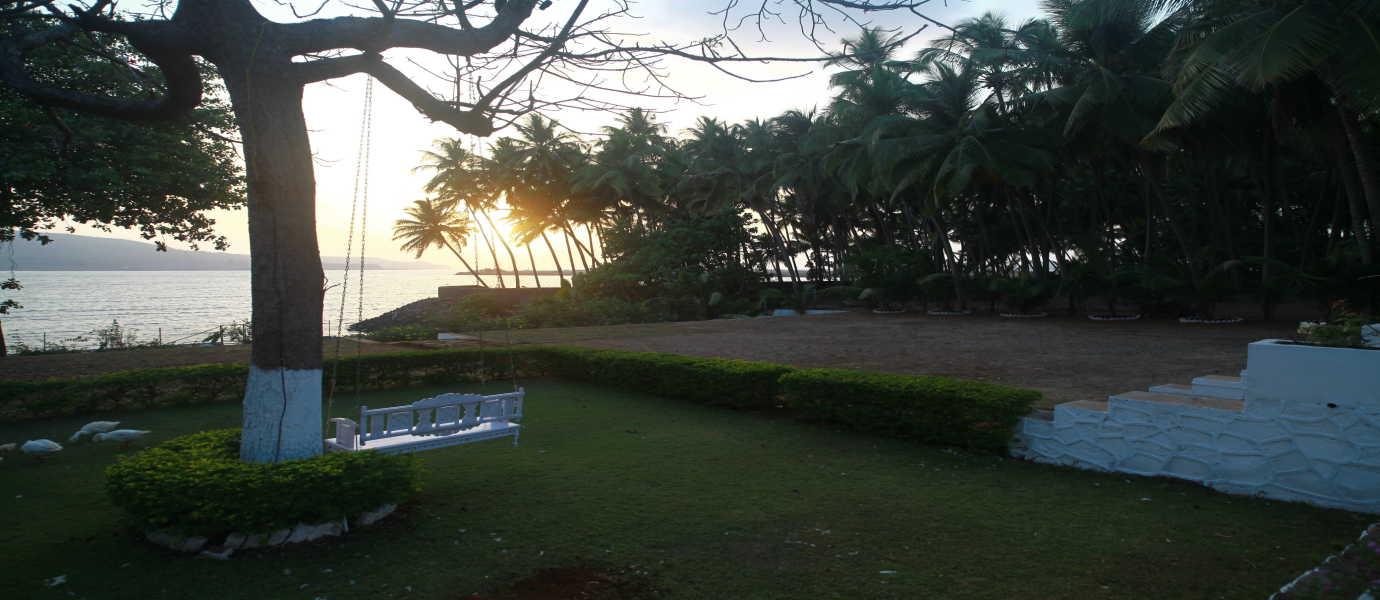 Nine Palm Bungalow Awas Beach Alibaug Maharashtra: Little Paradise, Agardanda, Murud-Revdanda Road