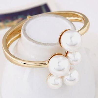 Elegant Gold Plated Pearl Bracelet