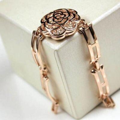 Hollow Diamond Rose Bracelet