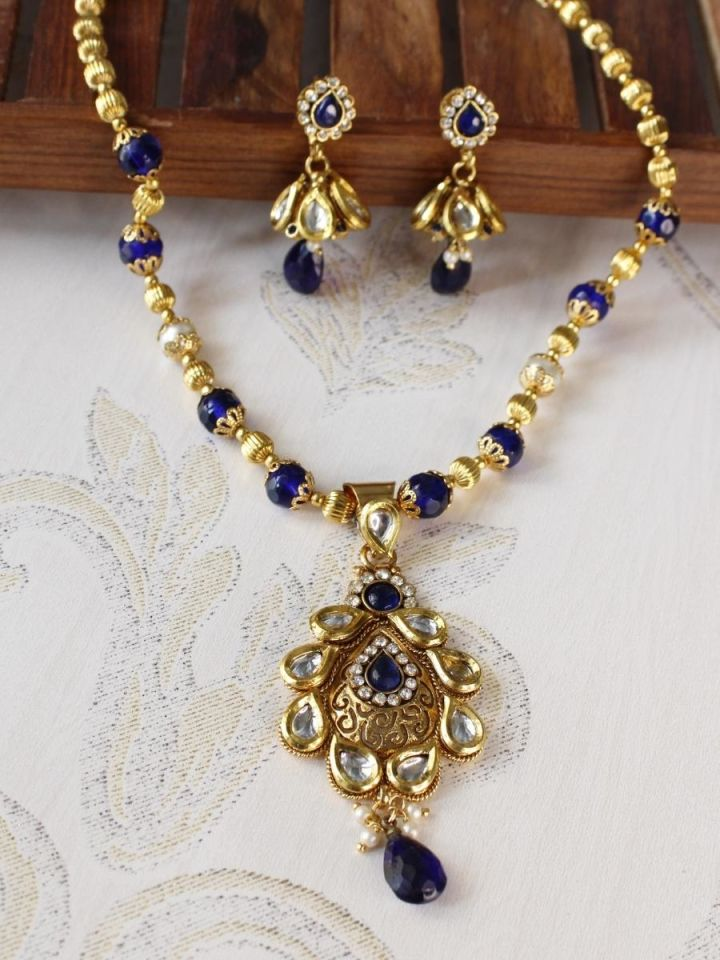 Blue Beads Kundan Pendant Set.