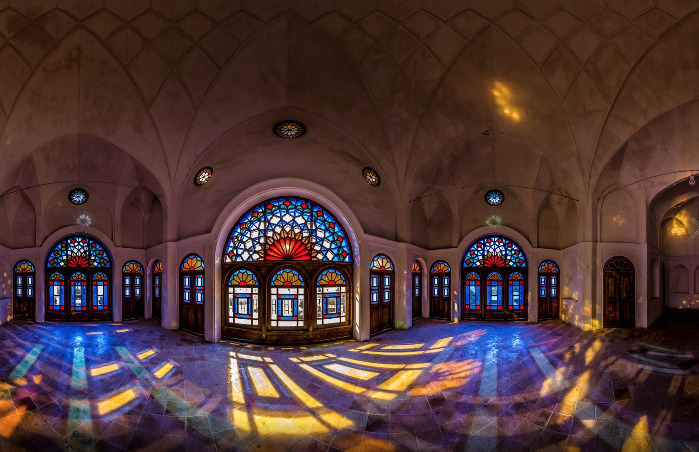 inside kashan historic houses