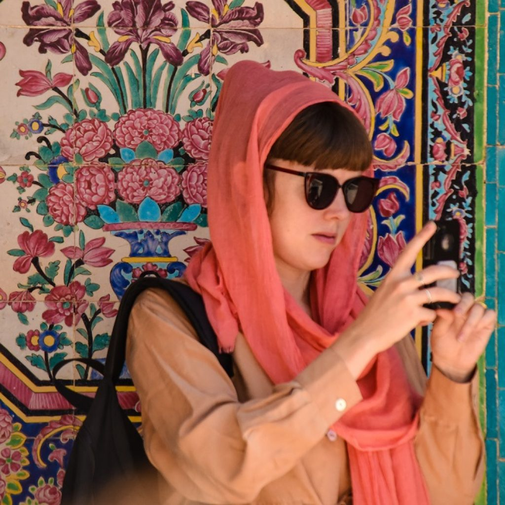 what to wear as a tourist in iran