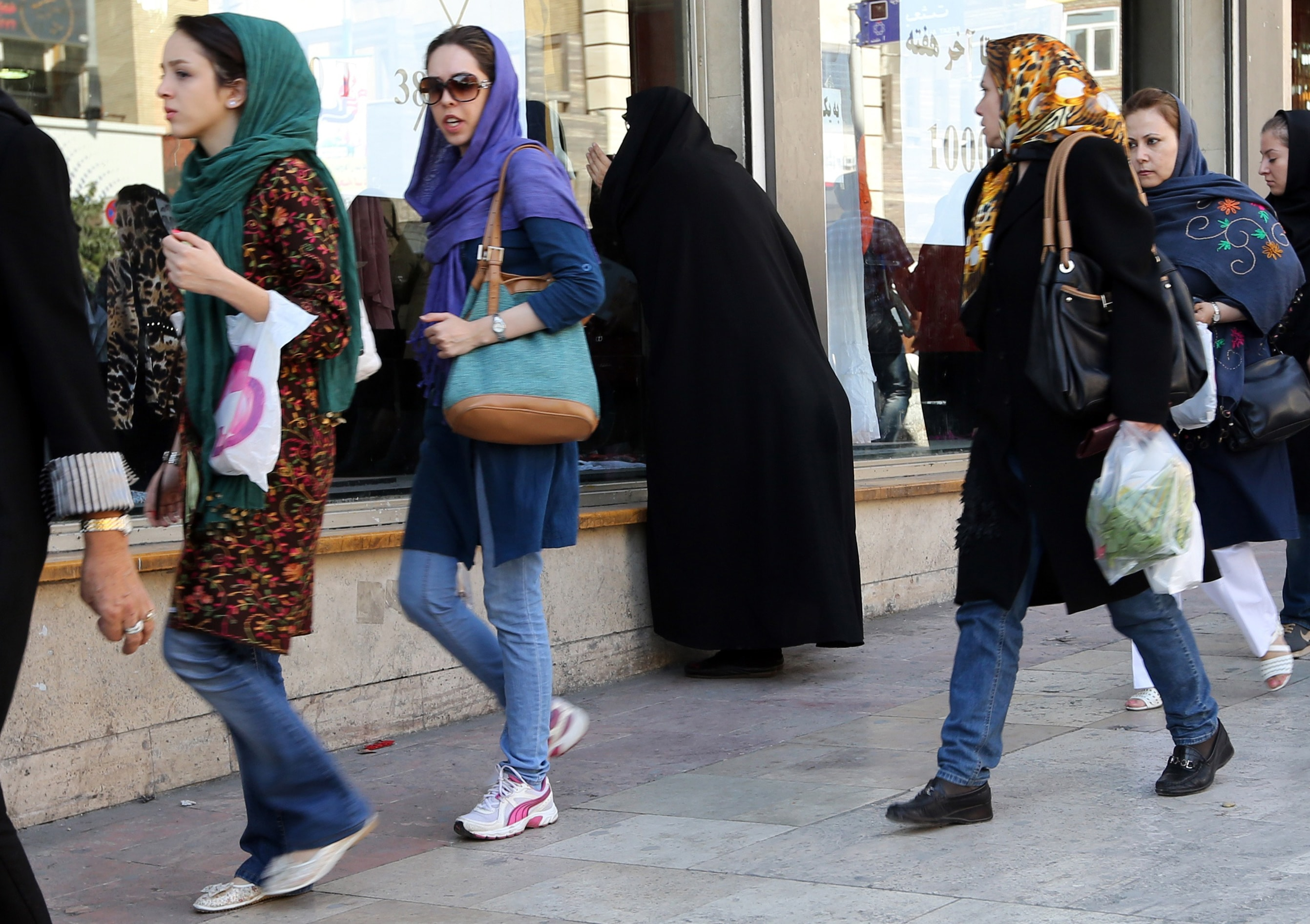 photos of how to dress in iran