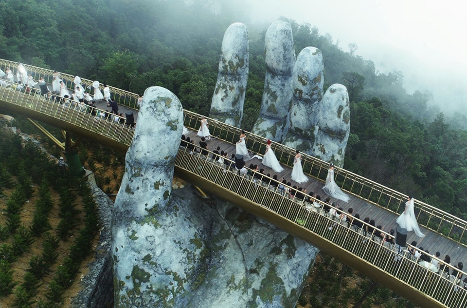 what is the best way to get to golden bridge of ba na hills
