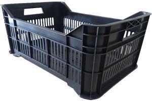 Caja de tipo agrícola mediana calada de polietileno con plástico reciclado y capacidad de 25 kilogramos, apilable y medidas de 53x34.5cm