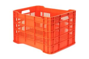 Caja de tipo agrícola estilo walterino ligera calada de polietileno con capacidad de 25 kilogramos, apilable y con medidas de 50.5x33cm. Reciclado