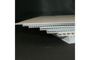 Corrugado plástico de polipropileno calibre 4mm. 700g/m2 flauta  abierta de 122x244cm
