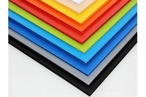 Lamina de plástico corrugado para impresión calibre de 8 milimetros 1800g/m2 flauta abierta de 115x244cm