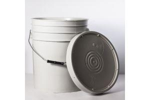 Cubeta de plástico 19 litros blanco ostion con tapa lisa (reciclada)