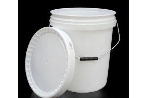 Cubeta de plástico 19 litros 1ra con tapa y asa metálica