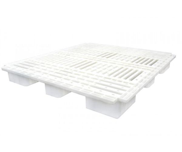 Tarima de plástico de tipo industrial  con capacidad de 1250 y 900 kilogramos, apilable 120x110cm