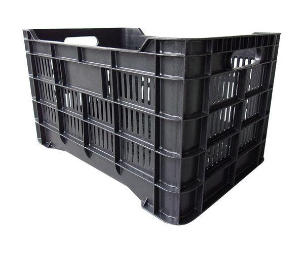 Caja de tipo agrícola con plástico reciclado, calada de polietileno con capacidad de 35 kilogramos, apilable y con medidas de 56x37cm