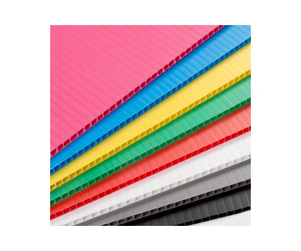 ✅ Hoja de plástico corrugado coroplast calibre 3 mm. 550 g/m2  flauta abierta de 105x244cm