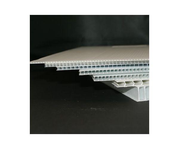 ✅ Corrugado plástico de polipropileno calibre 4mm. 700g/m2 flauta  abierta de 122x244cm